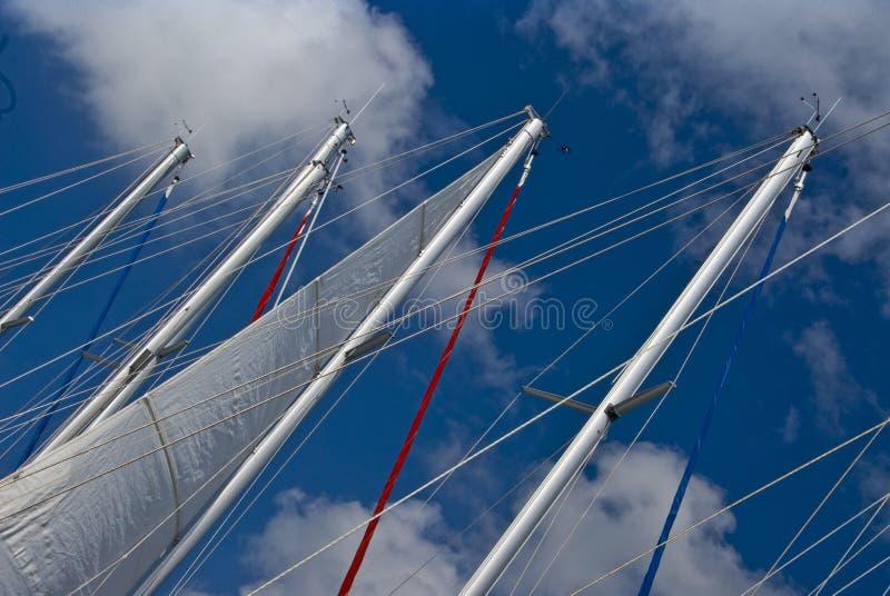 Segelbootsmaste   stockfotos
