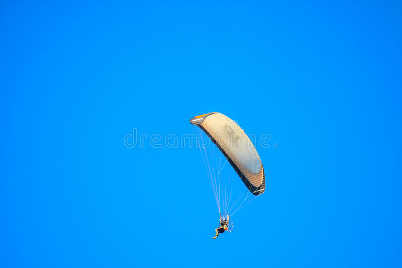 Segelflugzeugfliegen im Himmel lizenzfreies stockfoto