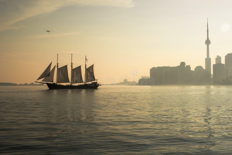 Segeln über den Ontariosee stockfotos