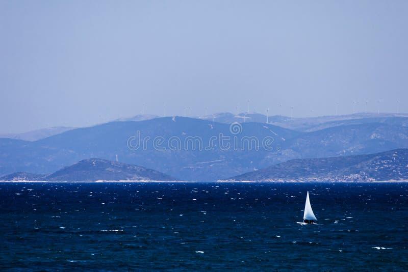 Segeln auf das türkische Ägäische Meer lizenzfreie stockbilder