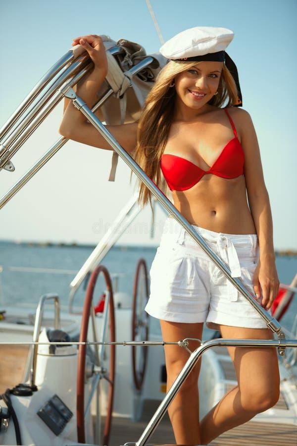 Segeln auf Yacht stockbild