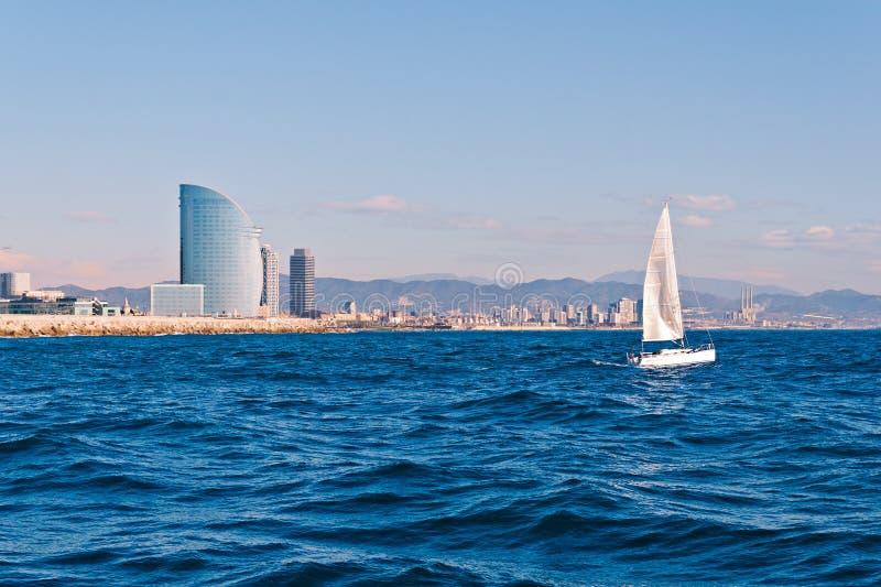 Segeln in Barcelona stockbild