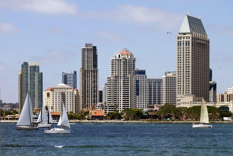 Segeln entlang die Schacht-Ufergegend in San Diego lizenzfreies stockfoto