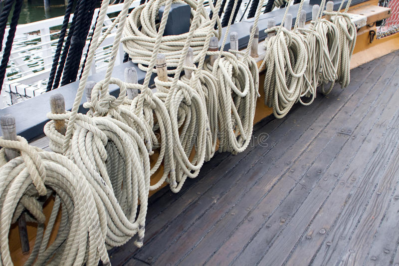 Segeln-Lieferungs-Seil-Zeilen lizenzfreie stockbilder