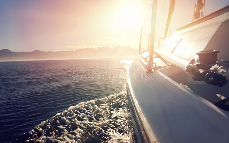 Segelnozeanboot lizenzfreies stockbild