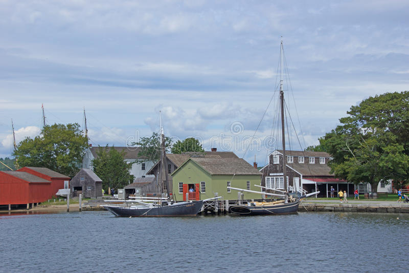 Segelschiffe und Flussuferkais des 19. Jahrhunderts stockfotos