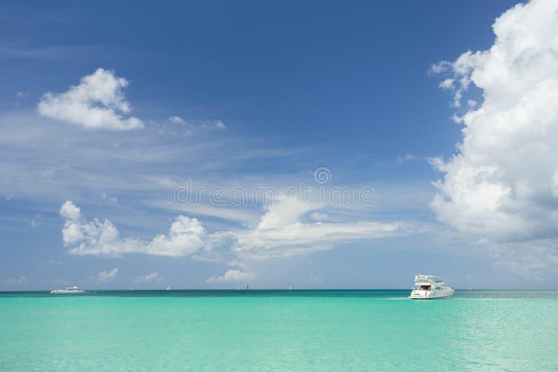 Segelsport im karibischen Meer, Saona-Insel lizenzfreie stockbilder