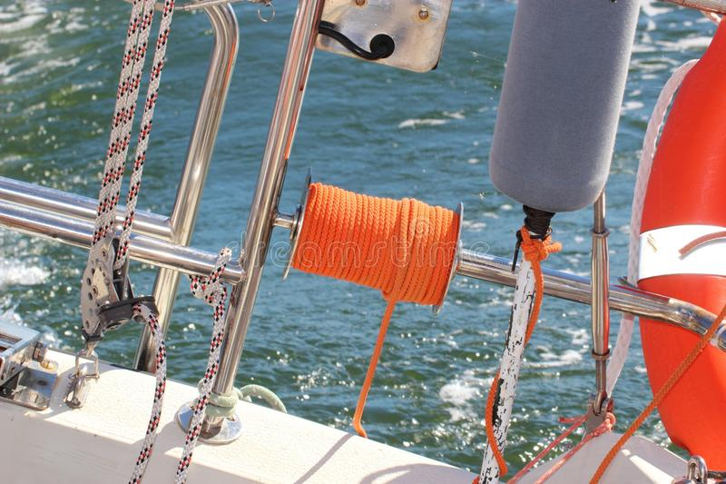 Segelsport. Teile der Yacht. Detail eines Segelboots lizenzfreie stockbilder