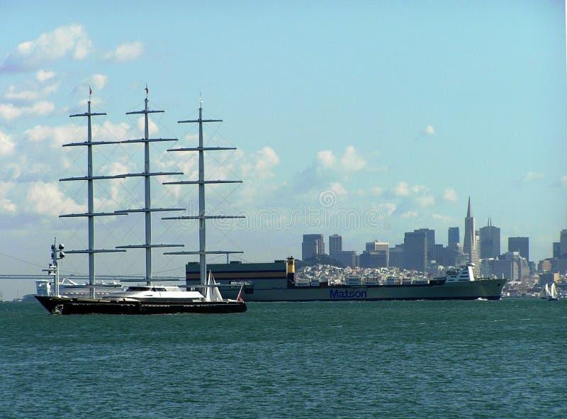 Segla den maltesiska falken för yacht av kusten av San Francisco, USA arkivbild