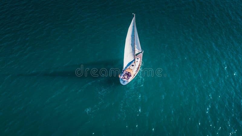Segla från himlen, segelbåt i Valenciain Valencia, Spanien royaltyfria bilder