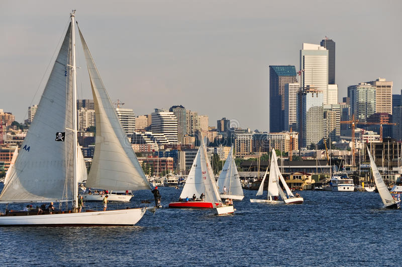 Download Segla i staden redaktionell bild. Bild av lake, sommar - 27277036