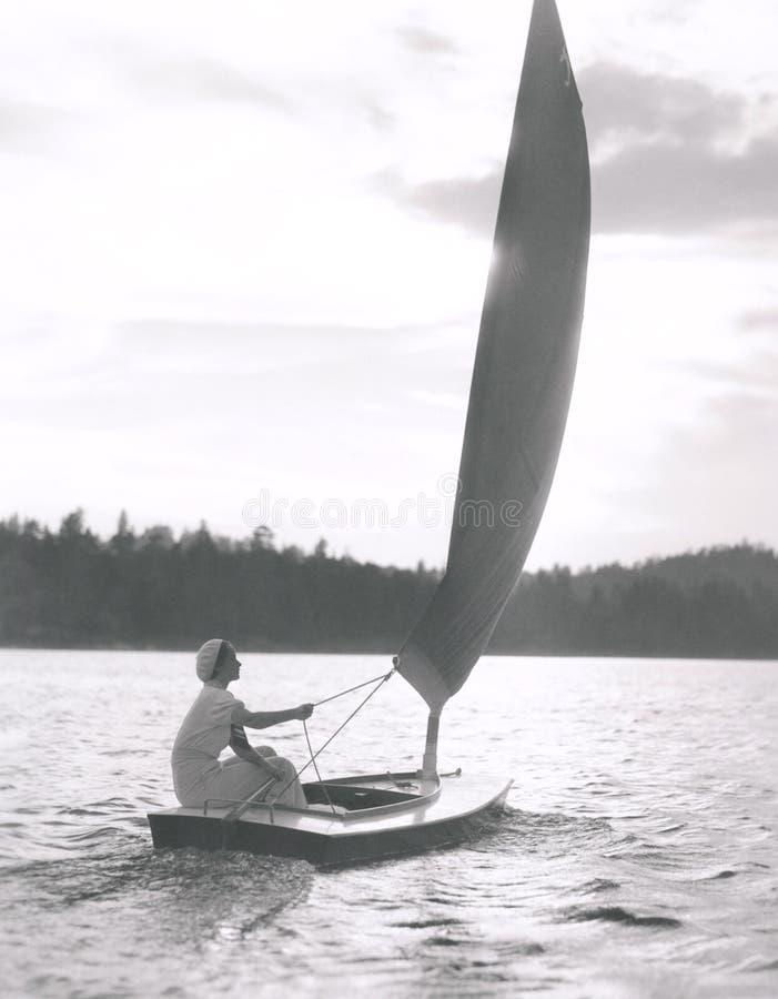 Segla på en sjö fotografering för bildbyråer