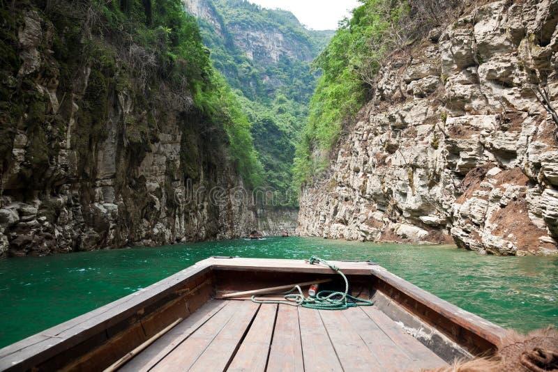 Segla till och med det lilla Threet Gorges arkivfoto
