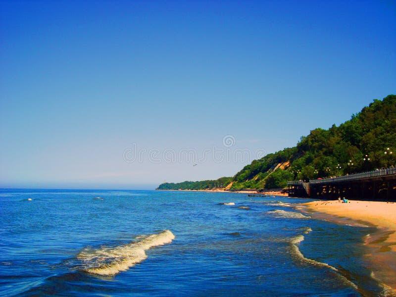 Segla utmed kusten av det baltiska havet royaltyfria bilder