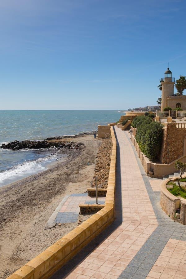 Segla utmed kusten banan och den Roquetas Del Mar fyren Costa de AlmerÃa, Spanien royaltyfria bilder