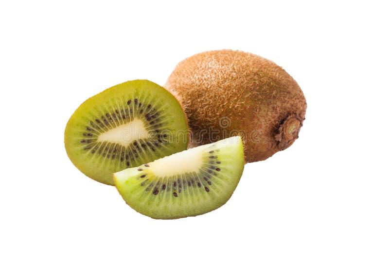 Segmentos cortados do fruto de quivi isolados no entalhe branco do fundo imagens de stock