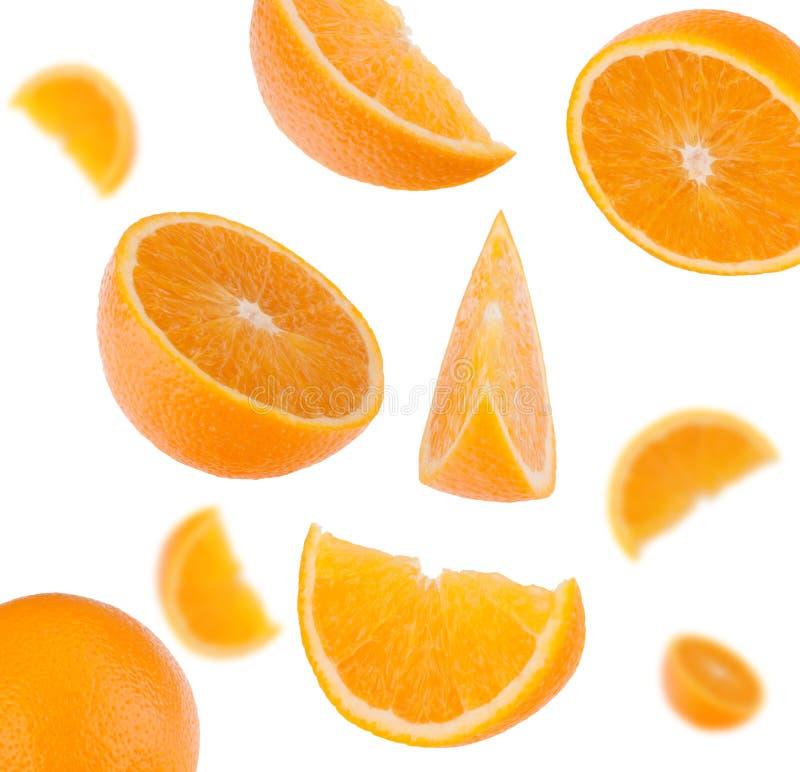 Segments oranges de fruit découpés en tranches par vol image stock