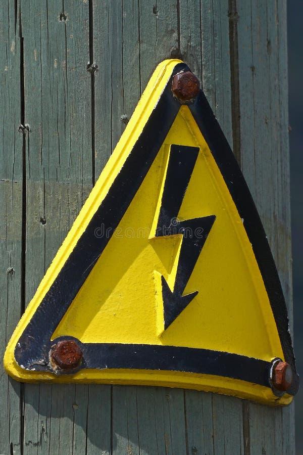 Segnale di pericolo ad alta tensione immagine stock