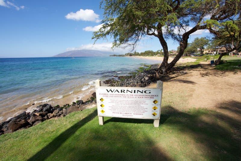 Segnale di pericolo alla spiaggia fotografie stock