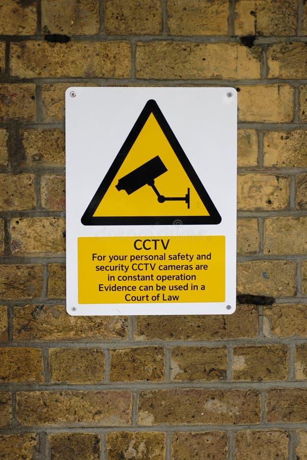 Segnale di pericolo del circuito chiuso TV fotografie stock libere da diritti