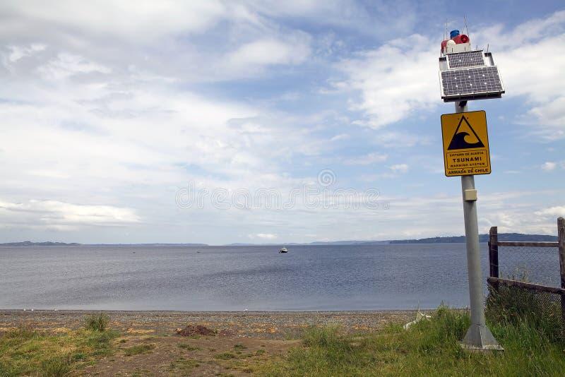 Segnale di pericolo di tsunami cileno, Cile fotografia stock libera da diritti