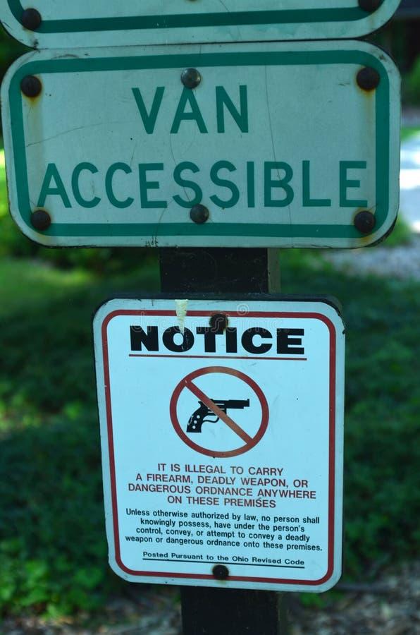 Segnale di pericolo nessun pistole permesse fotografia stock