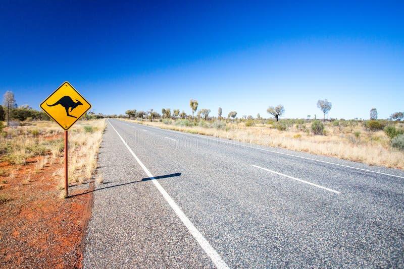 Download Segnale Stradale Australiano Fotografia Stock - Immagine di asfalto, remote: 56893340