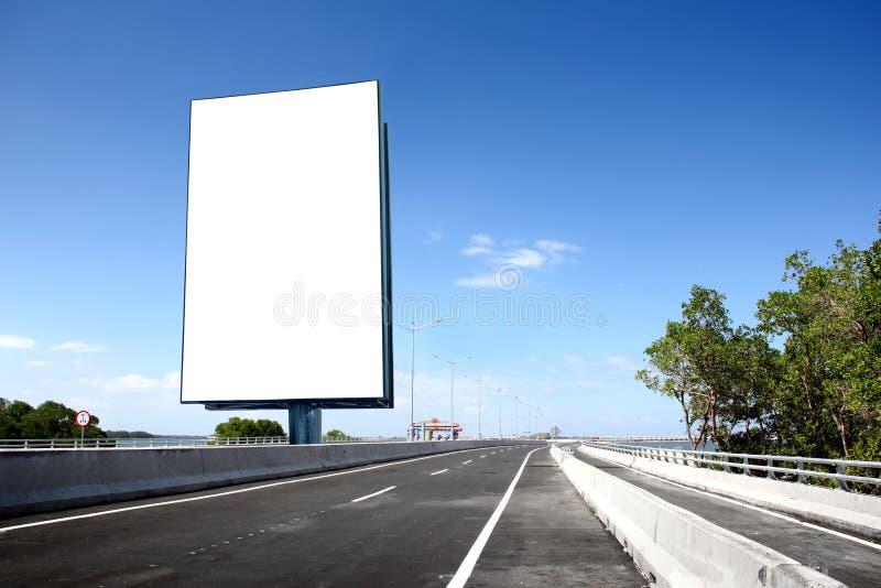 Segnale stradale in bianco o del tabellone per le affissioni fotografia stock libera da diritti