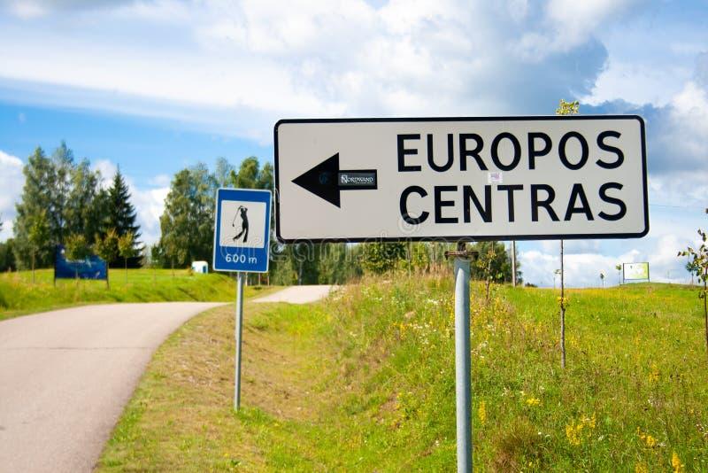 Segnale stradale del centro geografico di Europa immagine stock libera da diritti