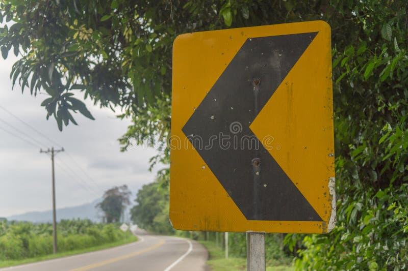 Segnale stradale della curva avanti fotografie stock libere da diritti