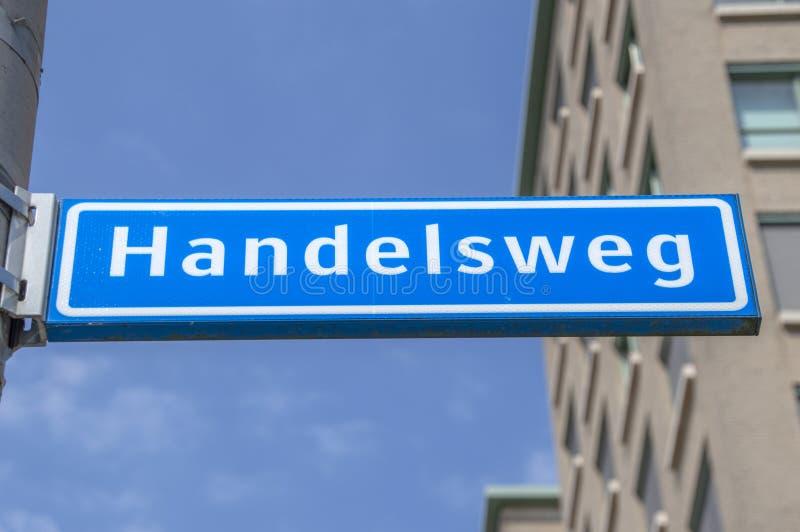 Segnale stradale di Handelsweg a Amstelveen i Paesi Bassi 2019 immagine stock libera da diritti