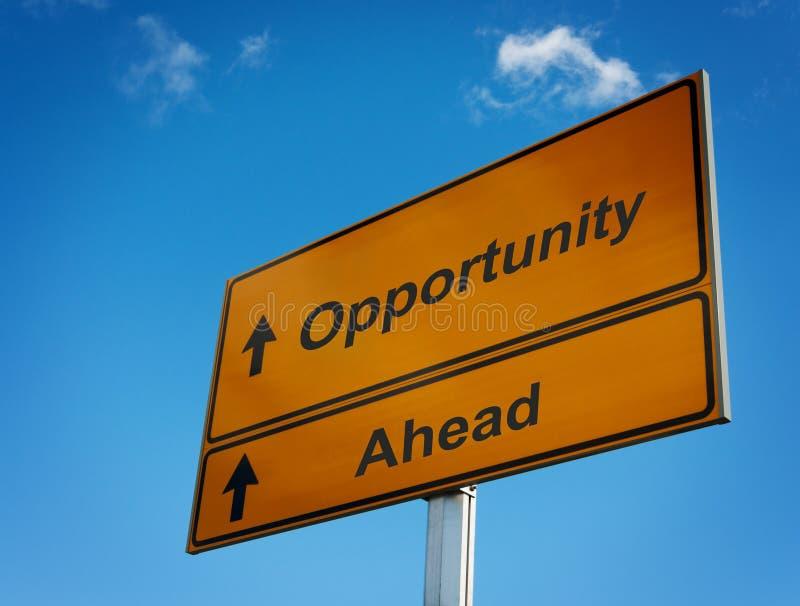 Segnale stradale di opportunità avanti. fotografia stock libera da diritti