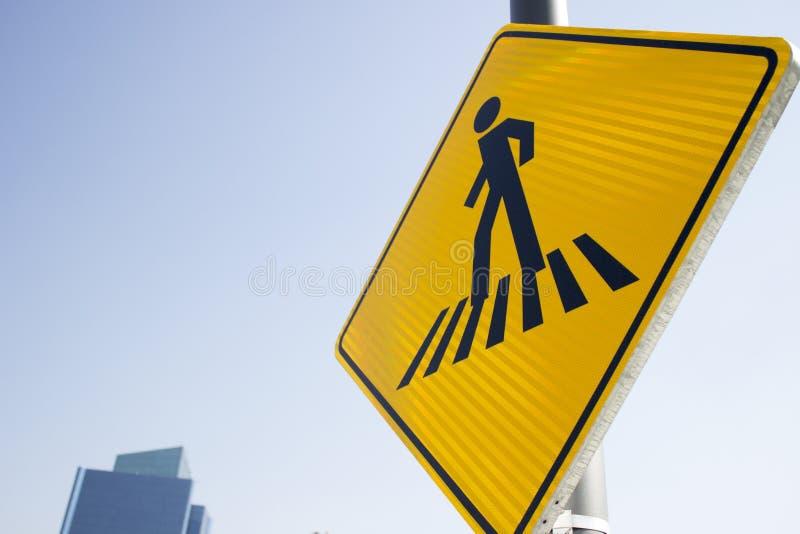 Segnale stradale pedonale immagini stock