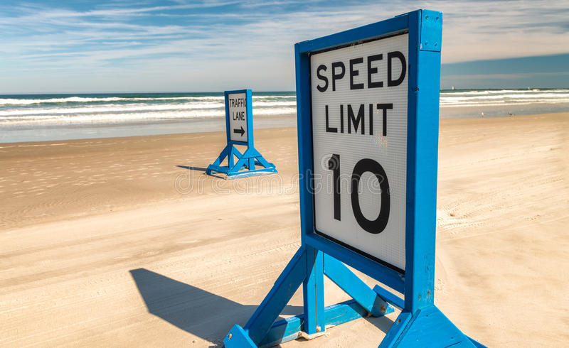 Segnale stradale su Daytona Beach principale immagine stock libera da diritti