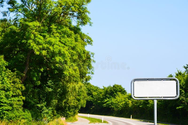 Segnale stradale vuoto fotografie stock