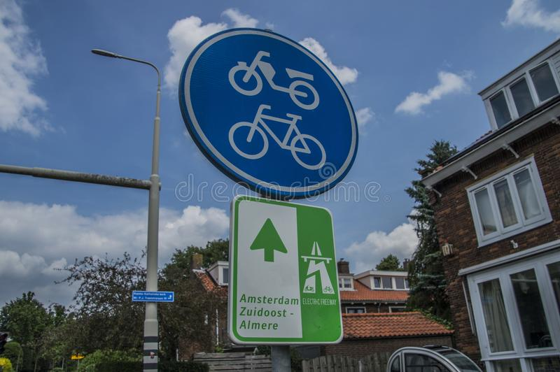 Segnale stradale a Weesp i Paesi Bassi fotografia stock