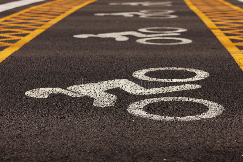 Segnaletiche stradali applicate ad asfalto immagini stock libere da diritti