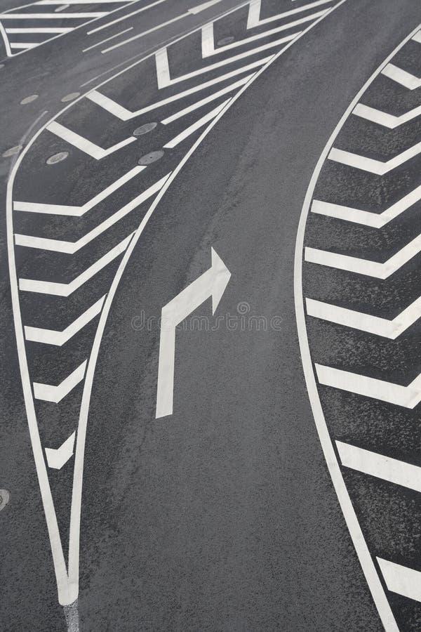 Segnali stradali con svolta a destra fotografia stock libera da diritti