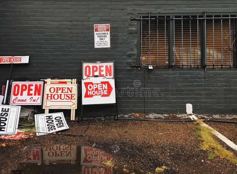 Segni della casa aperta immagini stock libere da diritti
