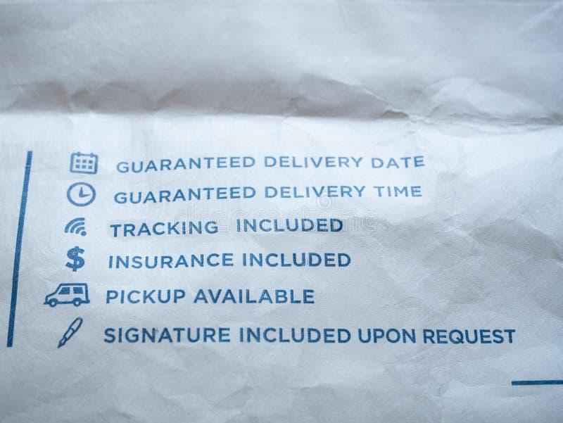 Segni della posta della posta della busta di inseguimento di consegna immagine stock libera da diritti