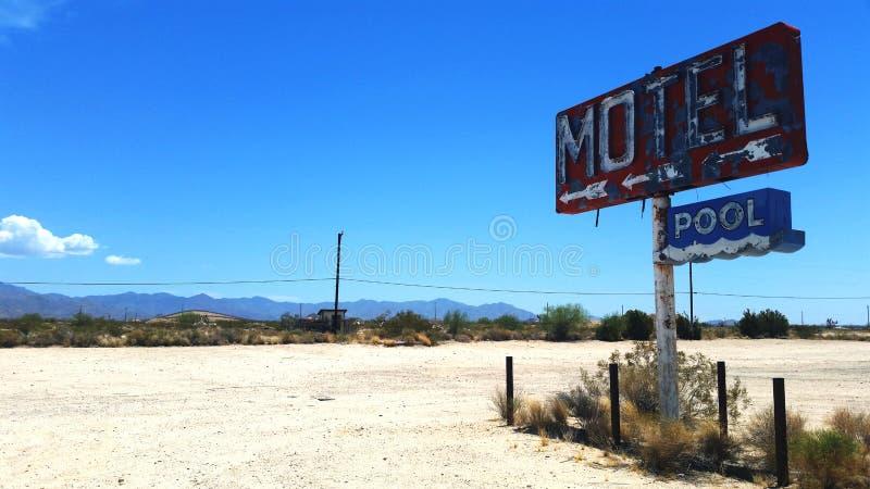 Segno abbandonato del motel fotografie stock libere da diritti