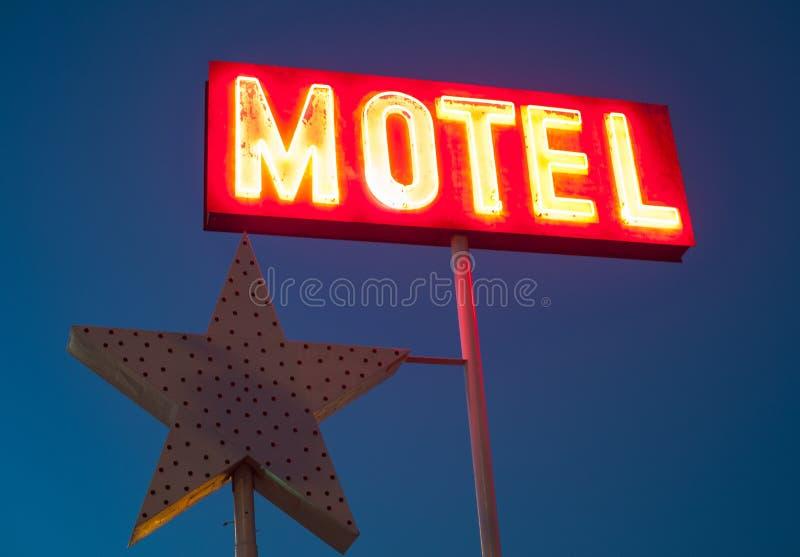Download Segno al neon del motel fotografia stock. Immagine di segno - 30827714
