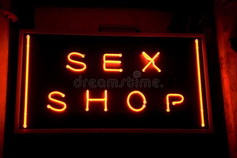 Segno al neon del negozio del sesso fotografie stock