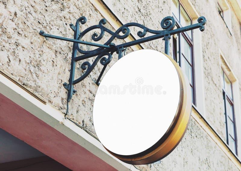 Segno all'aperto del ristorante arrotondato spazio in bianco d'annata immagine stock libera da diritti