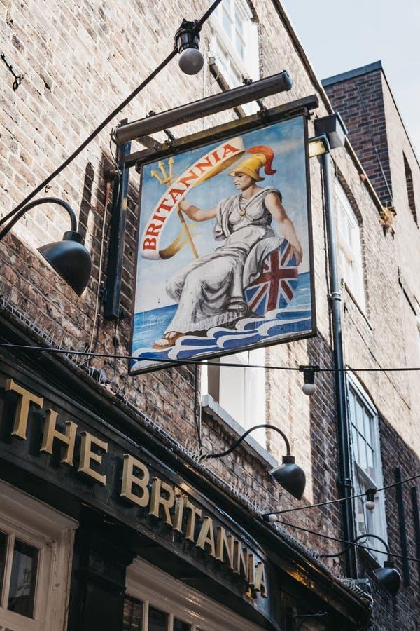 Segno all'entrata del pub di Brittania a Richmond, Londra, U immagine stock