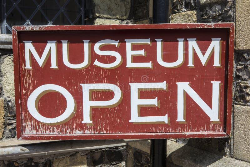 Segno aperto del museo fotografie stock libere da diritti