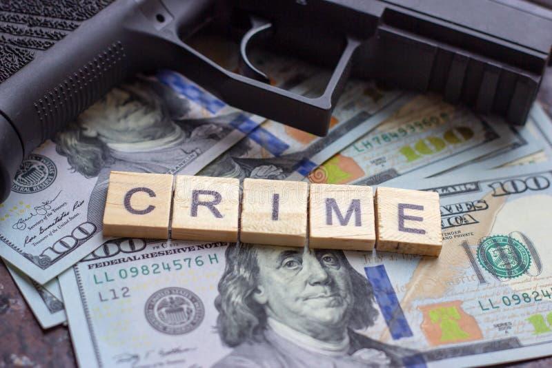 Segno criminale sul fondo dei dollari degli S.U.A. Concetto del mercato nero, di uccisione di contratto, della mafia e di crimine immagine stock libera da diritti