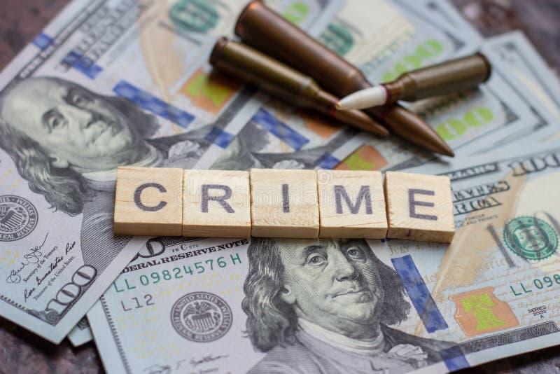 Segno criminale sul fondo dei dollari degli S.U.A. Concetto del mercato nero, di uccisione di contratto, di furto, della mafia e  fotografia stock libera da diritti