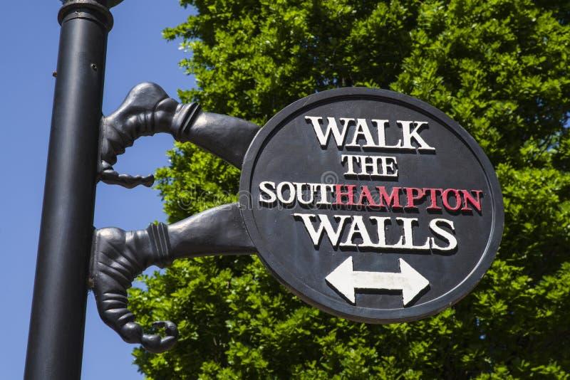 Segno dei mura di cinta di Southampton fotografie stock libere da diritti
