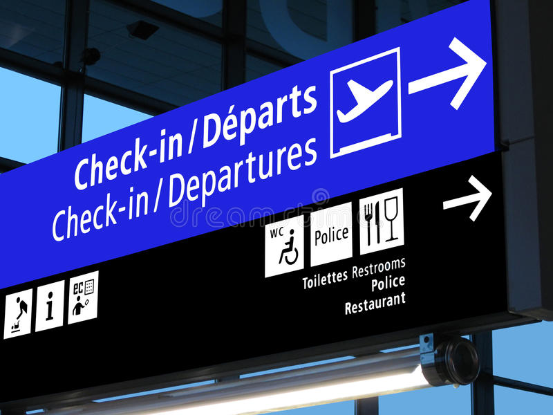 Segno del cancello dell'aeroporto, programma di volo, linea aerea, Europa fotografie stock